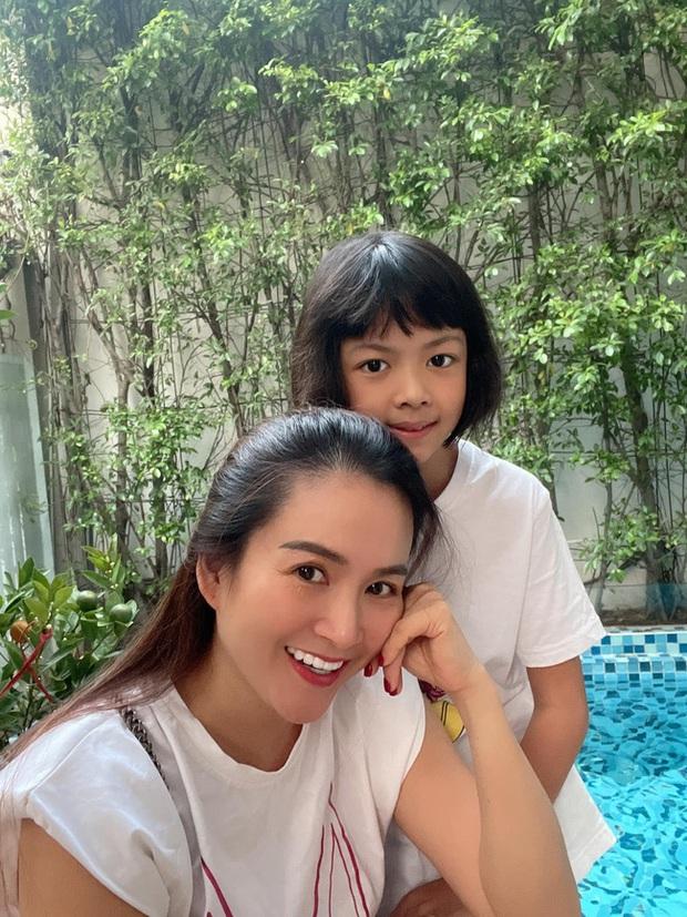 Con gái Bình Minh hỏi mẹ Sao không đăng ký thi Hoa hậu rồi tự đưa câu trả lời, đến Trương Ngọc Ánh nghe xong cũng phì cười - Ảnh 2.