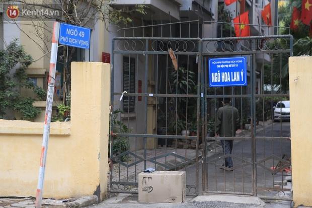 Hà Nội: Phong tỏa ngõ 49 Dịch Vọng nơi bệnh nhân nhiễm Covid-19 sinh sống - Ảnh 1.