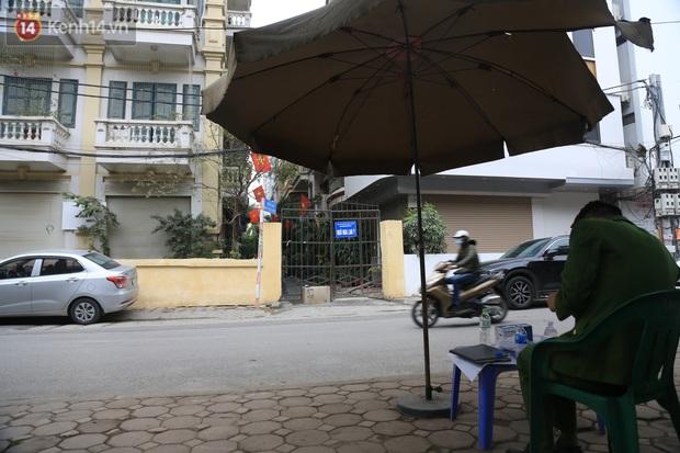 Hà Nội: Phong tỏa ngõ 49 Dịch Vọng nơi bệnh nhân nhiễm Covid-19 sinh sống - Ảnh 3.