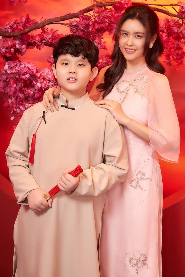 Trương Quỳnh Anh khoe con trai lớn phổng phao trong bộ ảnh đón Xuân, ai dè nhan sắc mẹ bỉm chiếm trọn spotlight - Ảnh 2.