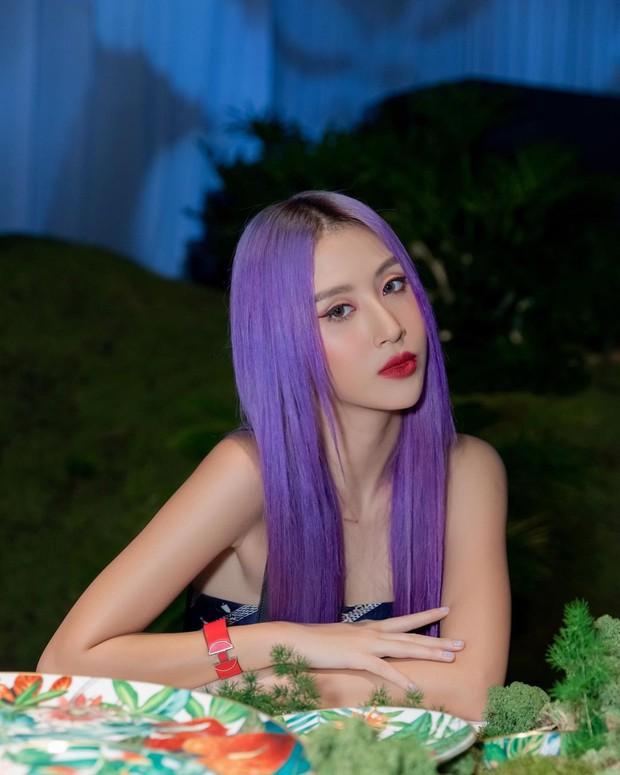 Đúng chuẩn tắc kè hoa, Quỳnh Anh Shyn nhuộm tóc liền tù tì gần chục lần trong năm, làm hẳn BST màu cực chất - Ảnh 9.