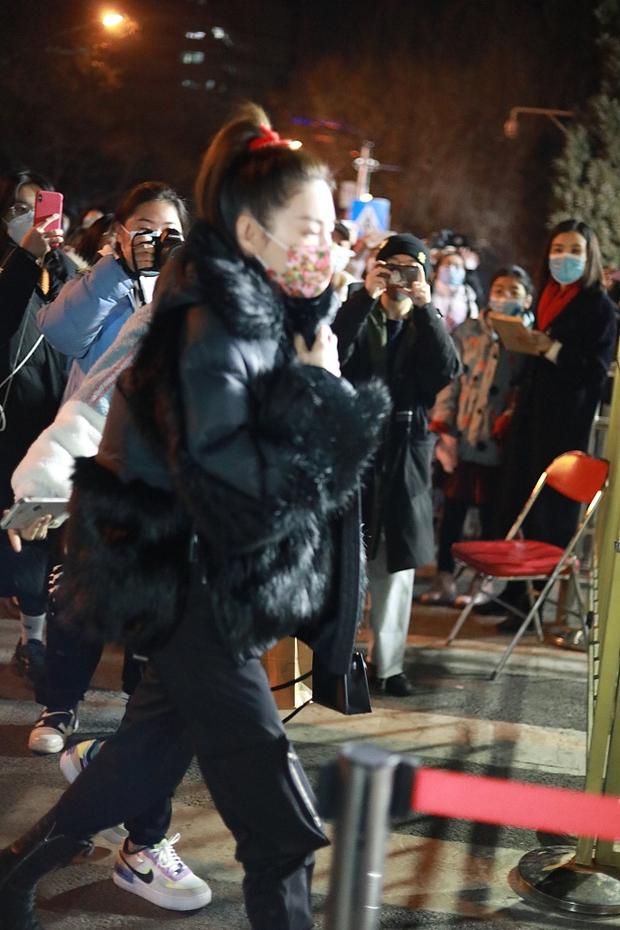 Dàn sao Cbiz tại buổi tổng duyệt cuối cùng Gala Tết: Tình cũ Đặng Luân chiếm trọn spotlight, Nghê Ni - Trần Vỹ Đình toả sáng - Ảnh 14.