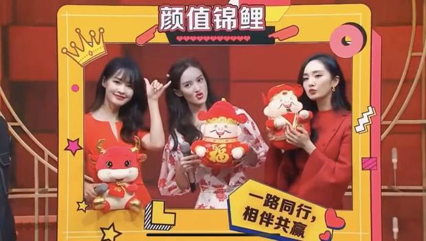 3 nữ thần đọ sắc chung khung hình trong show Tết: Dương Mịch đằm thắm nhưng vẫn lép vế bên tình cũ Dương Dương - Ảnh 3.