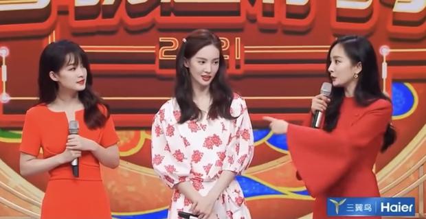 3 nữ thần đọ sắc chung khung hình trong show Tết: Dương Mịch đằm thắm nhưng vẫn lép vế bên tình cũ Dương Dương - Ảnh 6.