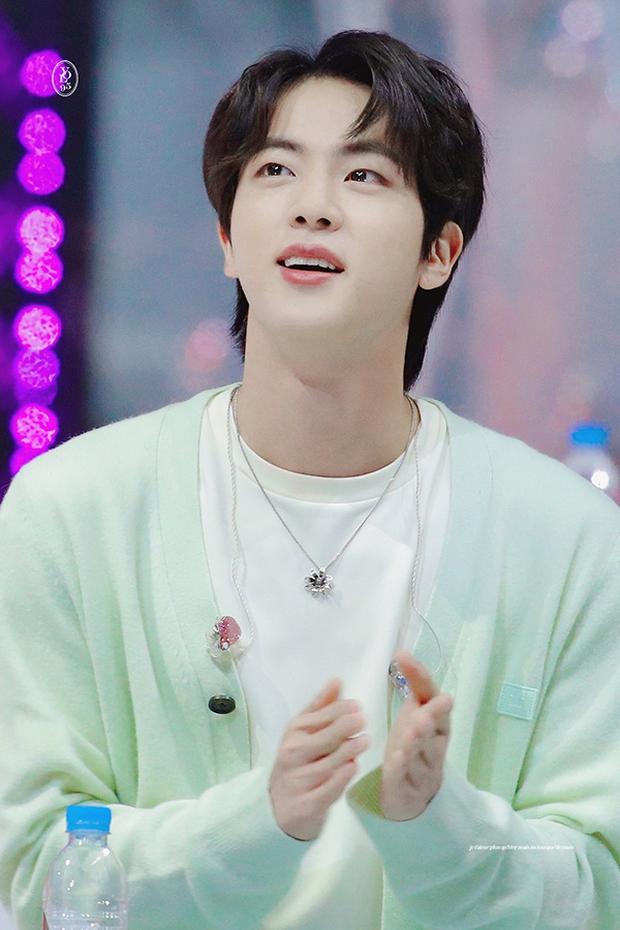Idol Kpop hợp tuổi xông đất năm Tân Sửu: Bạn muốn cặp ChanBaek (EXO) hay Jennie (BLACKPINK), Jin (BTS) tới nhà mùng 1 Tết đây? - Ảnh 2.