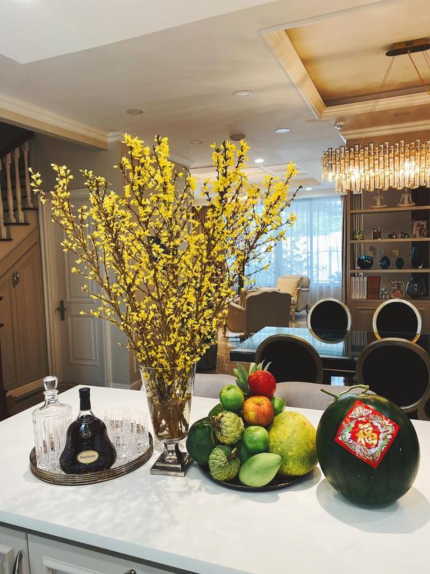 Tết ngắm biệt thự đầy hoa của nữ CEO 9X: Góc nào cũng lung linh, các loại hoa đều được đặt mua từ sớm - Ảnh 3.