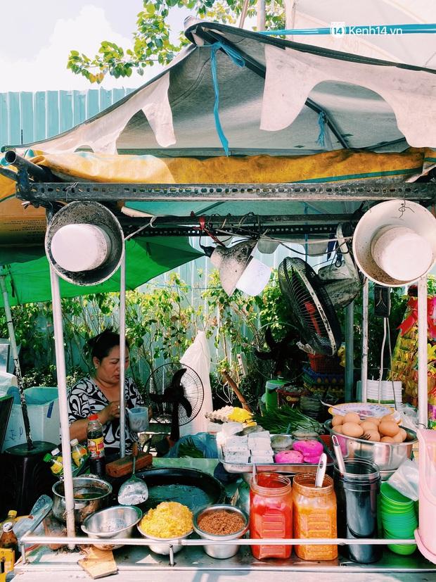 Sài Gòn 30 Tết mua sắm gì chỉ cần đi vội 2 ngôi chợ lâu đời này là đủ: Độc lạ nhất là bánh lựu cầu duyên, mua về hết ế luôn và ngay! - Ảnh 10.
