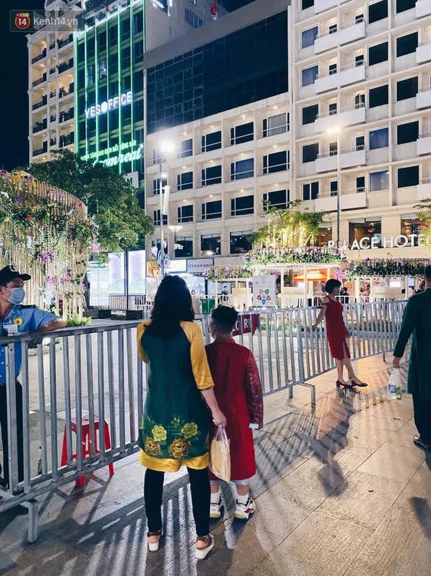Sài Gòn đêm Giao thừa, người khôn người chẳng đến chốn countdown - Ảnh 5.