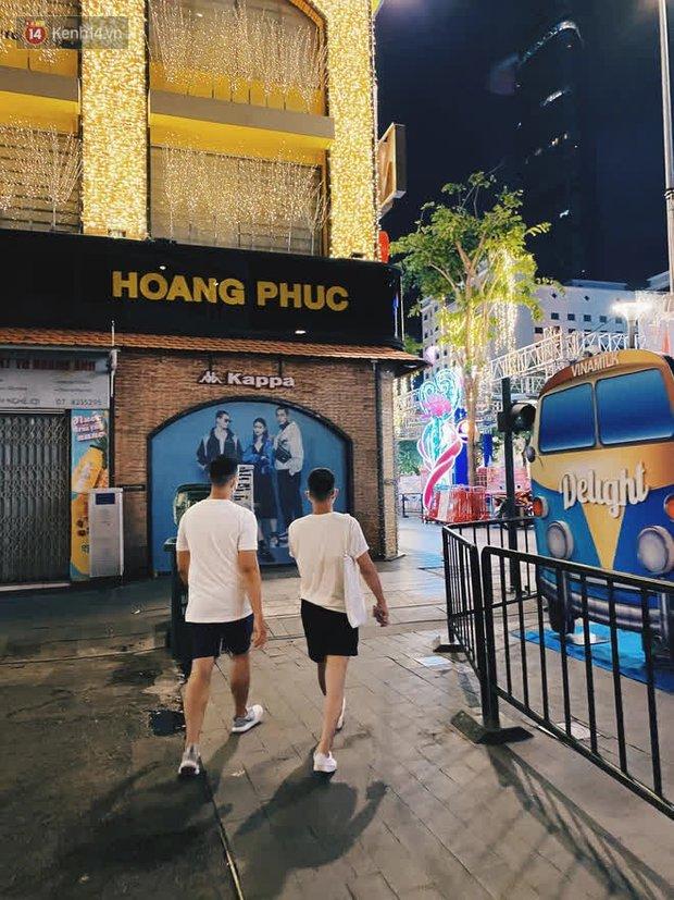 Sài Gòn đêm Giao thừa, người khôn người chẳng đến chốn countdown - Ảnh 8.