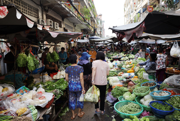 Các chợ dân sinh ở Sài Gòn đông nghẹt sáng 30 Tết, người dân tranh thủ gom hàng ngày cuối năm - Ảnh 10.