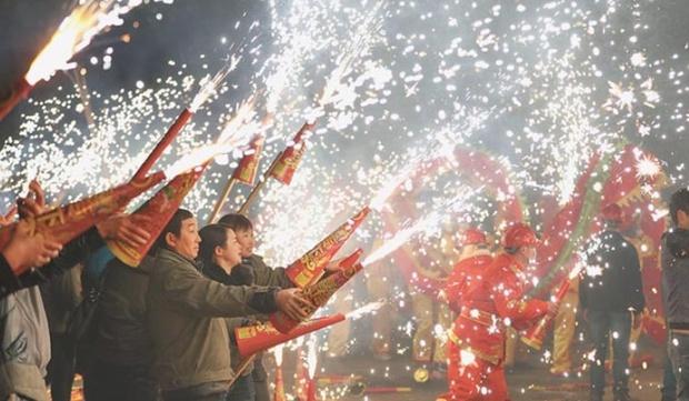 Tập tục cầu phúc cực hay ho và truyền thuyết ít người biết về đêm Giao thừa ở Trung Quốc - Ảnh 5.