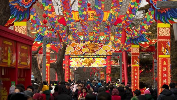 1001 quy tắc chúc Tết của người Hoa: Làm Lễ tiễn nghèo, cấm phụ nữ đi chúc Tết, lạ lùng nhất là đóng cửa không tiếp khách - Ảnh 5.