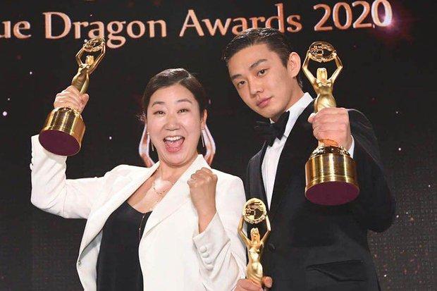 Vừa cùng nhau ẵm cúp Rồng Xanh, Yoo Ah In - Ra Mi Ran đã được rủ đóng chính phim về cướp nội tạng - Ảnh 1.