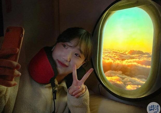 """Đây là """"cửa sổ máy bay ảo"""" chuyên dành cho những ai đam mê du lịch hoặc sống ảo tại nhà trong mùa dịch - Ảnh 1."""