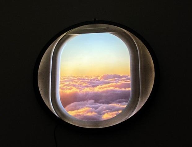 """Đây là """"cửa sổ máy bay ảo"""" chuyên dành cho những ai đam mê du lịch hoặc sống ảo tại nhà trong mùa dịch - Ảnh 3."""