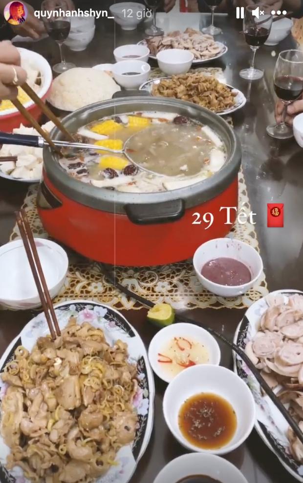 Hội gái xinh Instagram rần rần khoe ảnh ăn tất niên, đáng chú ý nhất là động thái của Chi Pu và Quỳnh Anh Shyn - Ảnh 9.