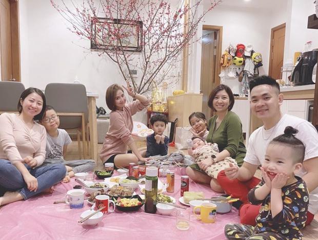 Hội gái xinh Instagram rần rần khoe ảnh ăn tất niên, đáng chú ý nhất là động thái của Chi Pu và Quỳnh Anh Shyn - Ảnh 17.