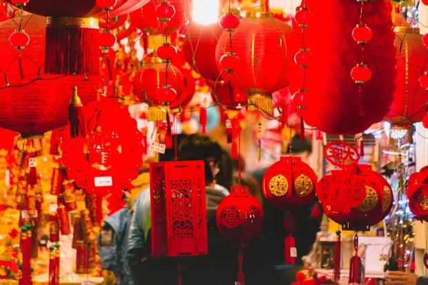 1001 quy tắc chúc Tết của người Hoa: Làm Lễ tiễn nghèo, cấm phụ nữ đi chúc Tết, lạ lùng nhất là đóng cửa không tiếp khách - Ảnh 3.