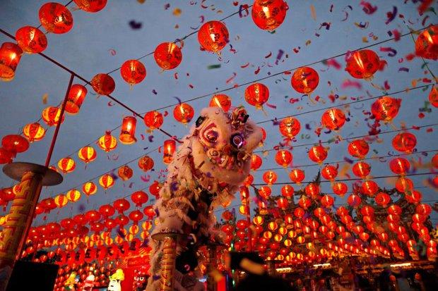 1001 quy tắc chúc Tết của người Hoa: Làm Lễ tiễn nghèo, cấm phụ nữ đi chúc Tết, lạ lùng nhất là đóng cửa không tiếp khách - Ảnh 4.