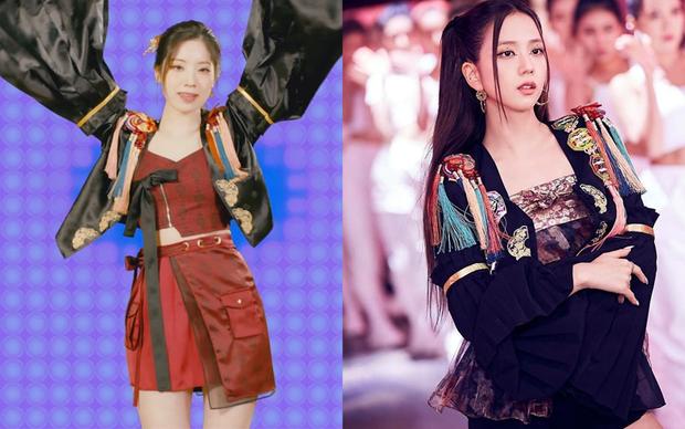 Đúng 30 Tết, JYP đăng đàn xin lỗi vì để Dahyun mặc outfit đạo nhái đồ của Jisoo - Ảnh 1.