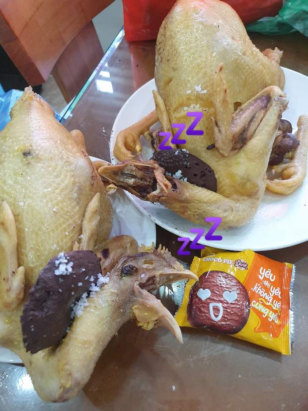 Những siêu phẩm gà luộc ngày Tết nhìn vừa tức vừa buồn cười: Con co cánh, con duỗi chân đủ mọi tư thế - Ảnh 5.