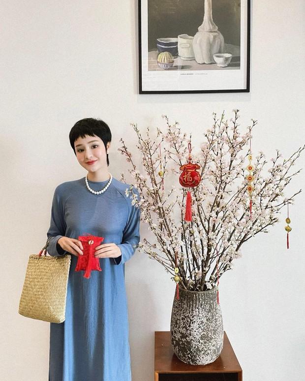 Mùng 1 sớm mai, sao Việt thi nhau diện đồng phục áo dài, riêng Tóc Tiên lại tạo net với set đồ vàng tươi - Ảnh 3.