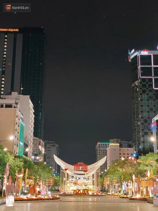 Sài Gòn đêm Giao thừa, người khôn người chẳng đến chốn countdown - Ảnh 17.