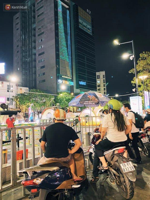 Sài Gòn đêm Giao thừa, người khôn người chẳng đến chốn countdown - Ảnh 14.