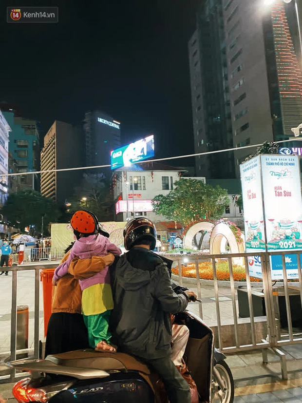 Sài Gòn đêm Giao thừa, người khôn người chẳng đến chốn countdown - Ảnh 13.