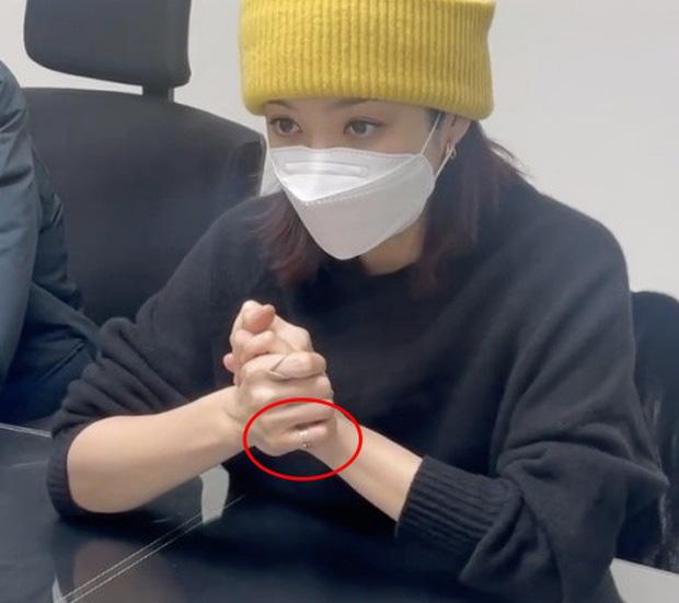 Vì chi tiết đáng ngờ trên tay, rộ tin đồn Chae Rim đã có tình mới chỉ sau 2 tháng tuyên bố ly hôn mỹ nam Cbiz - Ảnh 2.