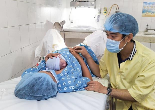 Đúng giao thừa, 5 em bé cùng cất tiếng khóc chào đời tại TP.HCM - Ảnh 1.