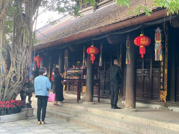 Lo ngại Covid-19, chùa Hà nổi tiếng linh thiêng đóng cửa không đón khách đầu năm - Ảnh 3.