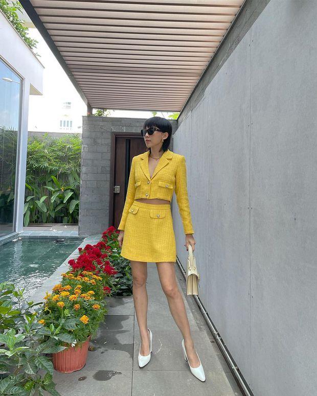 Mùng 1 sớm mai, sao Việt thi nhau diện đồng phục áo dài, riêng Tóc Tiên lại tạo net với set đồ vàng tươi - Ảnh 2.
