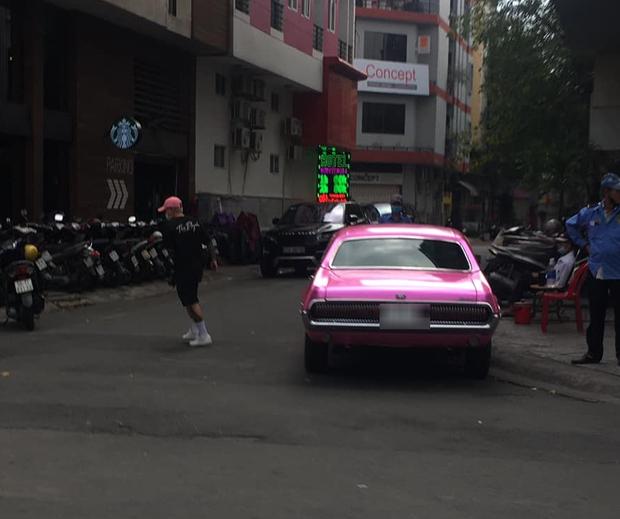 Châu Bùi và Binz đi chơi Tết cùng nhau, nàng còn lái xe cổ của chàng vi vu khắp Sài Gòn? - Ảnh 2.