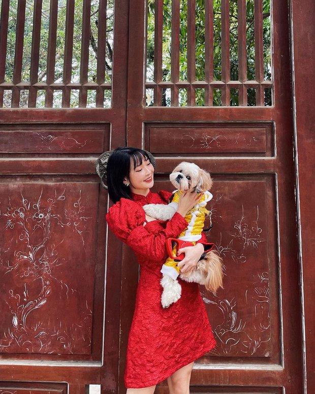 Sao Việt mặc gì đi lễ chùa đầu năm: Lệ Quyên, Angela Phương Trinh nền nã với áo dài, Sun Ht và Chi Pu lại gây tranh cãi - Ảnh 9.