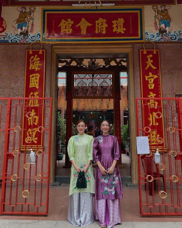 Sao Việt mặc gì đi lễ chùa đầu năm: Lệ Quyên, Angela Phương Trinh nền nã với áo dài, Sun Ht và Chi Pu lại gây tranh cãi - Ảnh 3.