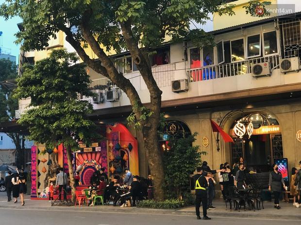 Hà Nội mùng 2: phố xá càng về tối càng đông, các quán cà phê bội thu Tết này! - Ảnh 7.