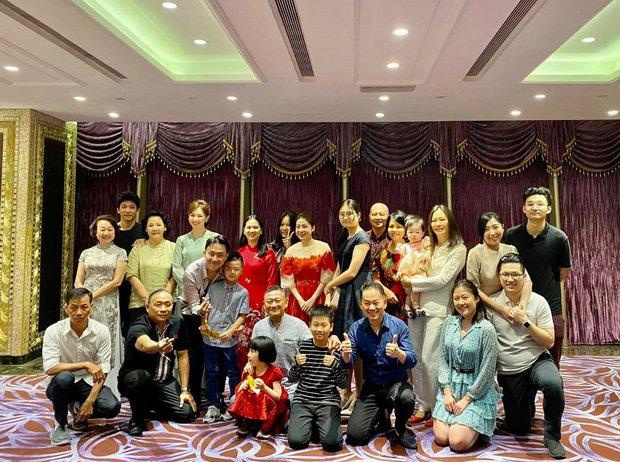 Đại gia đình 3 dòng máu Hàn, Việt, Trung nhà Trấn Thành - Hari Won tụ họp ngày Tết, netizen lập tức chỉ ra điểm bất thường - Ảnh 2.