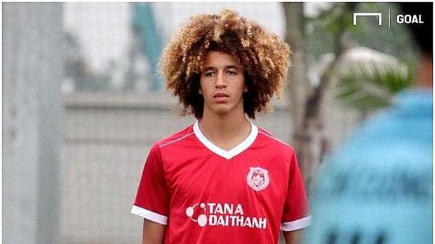 Sao mai 18 tuổi được đôn lên đội 1 Manchester United từng tập nhờ ở lò PVF của Việt Nam - Ảnh 1.