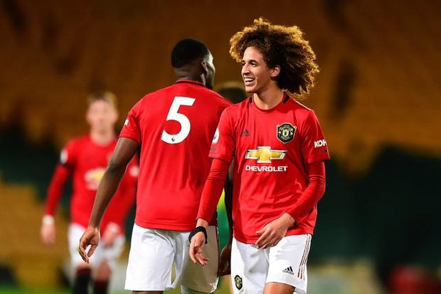 Sao mai 18 tuổi được đôn lên đội 1 Manchester United từng tập nhờ ở lò PVF của Việt Nam - Ảnh 2.