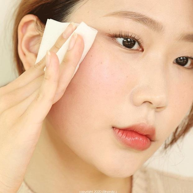 4 dấu hiệu cho thấy bạn rửa mặt chưa đủ sạch, không chấn chỉnh ngay thì da sẽ mãi xấu - Ảnh 1.