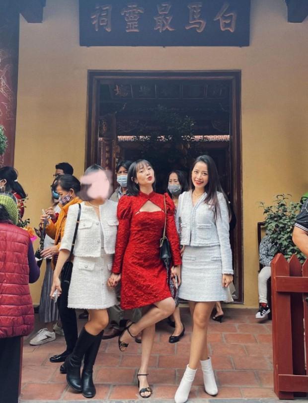 Sao Việt mặc gì đi lễ chùa đầu năm: Lệ Quyên, Angela Phương Trinh nền nã với áo dài, Sun Ht và Chi Pu lại gây tranh cãi - Ảnh 8.