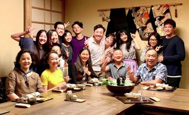 Đại gia đình 3 dòng máu Hàn, Việt, Trung nhà Trấn Thành - Hari Won tụ họp ngày Tết, netizen lập tức chỉ ra điểm bất thường - Ảnh 3.