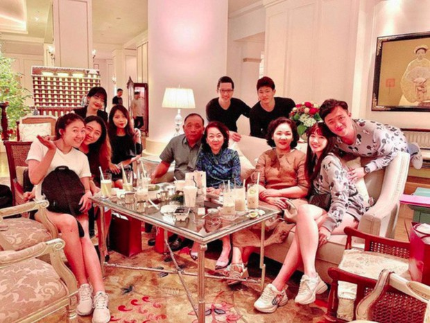 Đại gia đình 3 dòng máu Hàn, Việt, Trung nhà Trấn Thành - Hari Won tụ họp ngày Tết, netizen lập tức chỉ ra điểm bất thường - Ảnh 4.