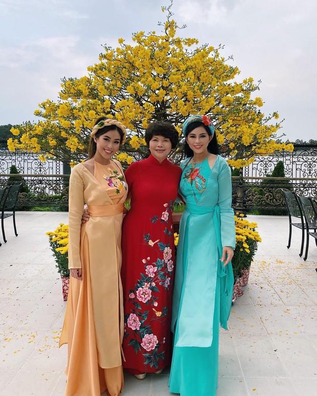 Cả năm đắp hàng hiệu nhưng Tết là Tiên Nguyễn lại diện đồ truyền thống, tiện khoe luôn background biệt thự to đùng vật vã - Ảnh 3.