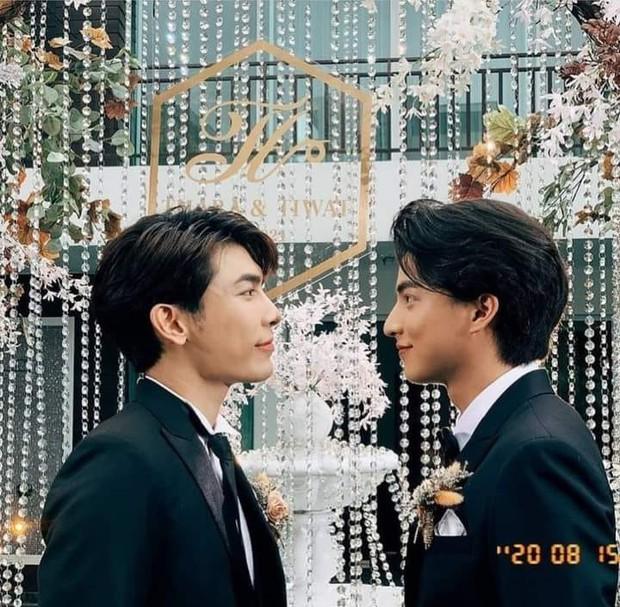 Cặp TharnType tổ chức đám cưới linh đình nhất làng phim đam mỹ, có luôn màn hôn dưới nước được fan hóng chờ trong tập đặc biệt  - Ảnh 1.