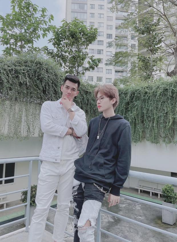 Jack đăng ảnh bên trai lạ ngày Valentine, netizen suýt rụng tim trước khoảnh khắc như đang nắm tay - Ảnh 2.