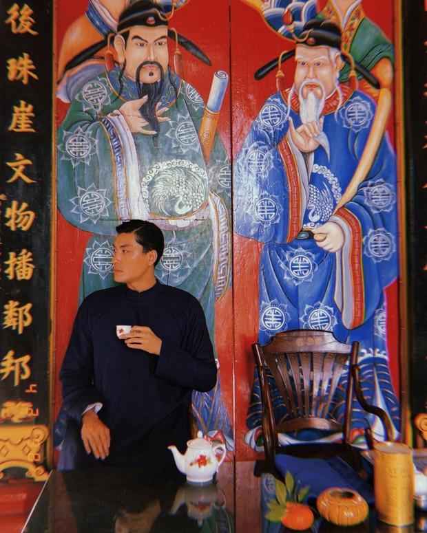 Tết Tân Sửu, hội con trai rộn ràng diện áo dài du xuân, vừa lưu giữ nét truyền thống mà trông vẫn chất lừ - Ảnh 2.