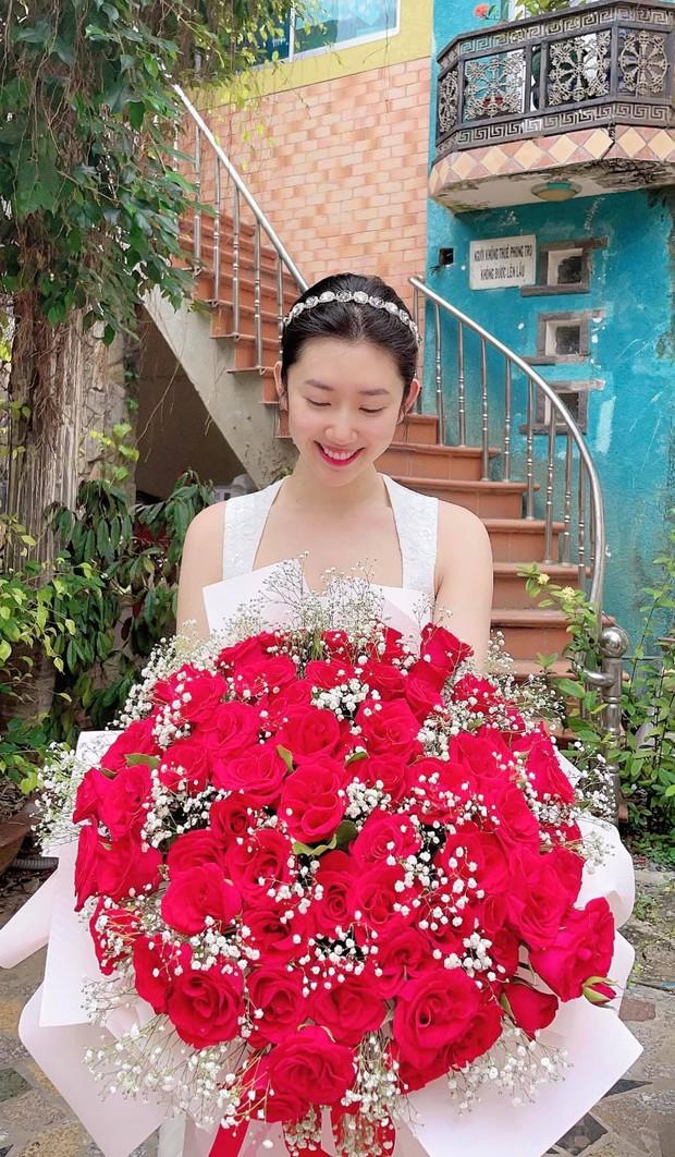 Sao Vbiz trong ngày Valentine 2021: Cẩu lương được thả khắp nơi, Bảo Thy, Thuý Ngân khoe quà lãng mạn, hội FA buồn bã vì cô đơn - Ảnh 6.