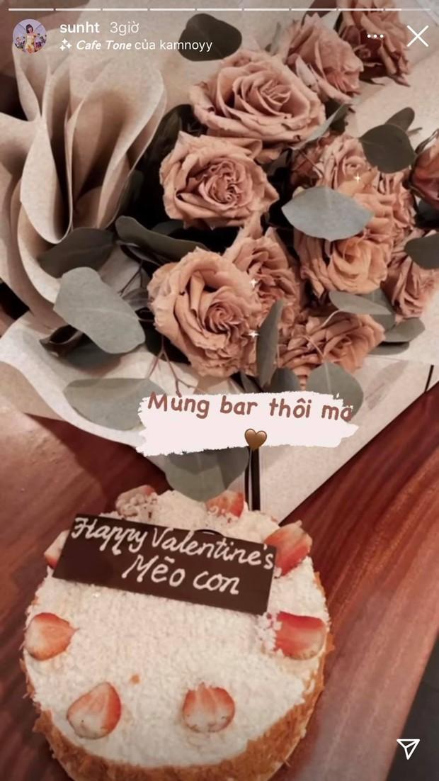 Sun Ht hạnh phúc khoe quà Valentine của bạn trai mới, bỏ ngoài tai chuyện bị ném đá đúng mùng 1 Tết - Ảnh 2.
